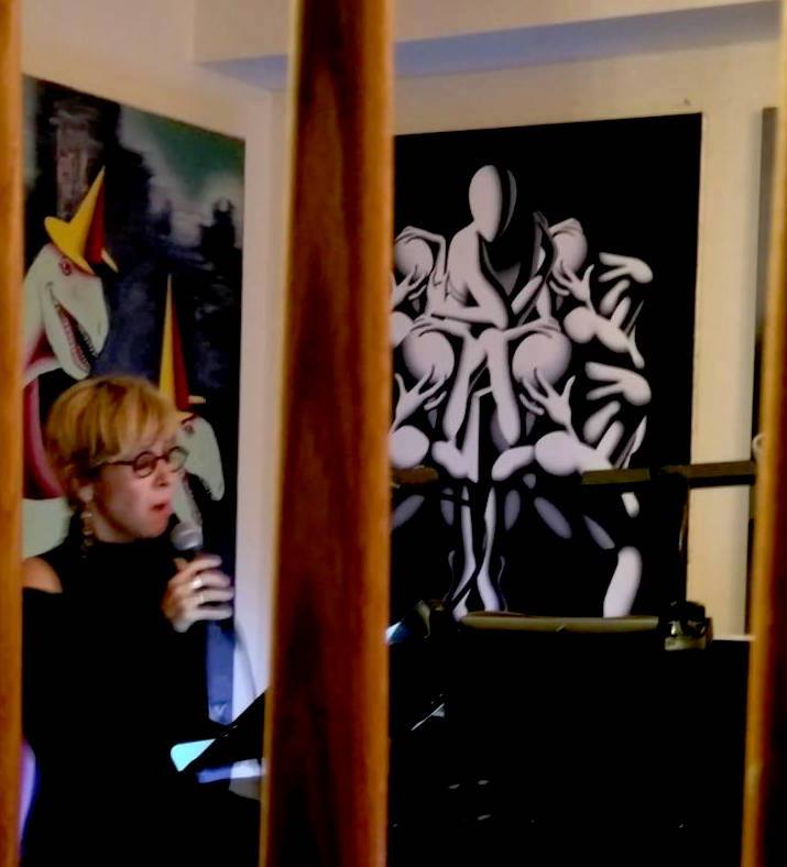 Sophie sings `The Devil & Superman´ by Gene Pritsker at Kostabi World Uptown